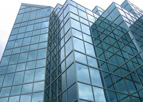 Penggunaan kaca reflektif atau stopsol